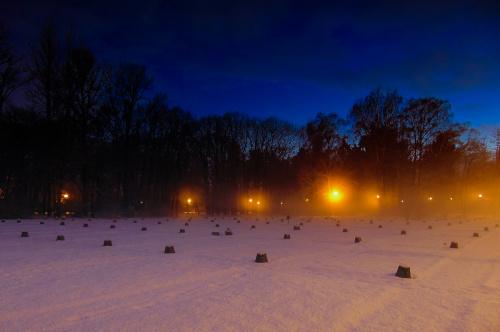 Zimowy wieczór na Cmentarzu Wojskowym.