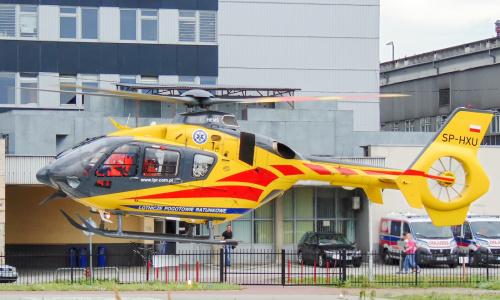 Helikopter ratowniczy startujący spod szpitala w Warszawie.