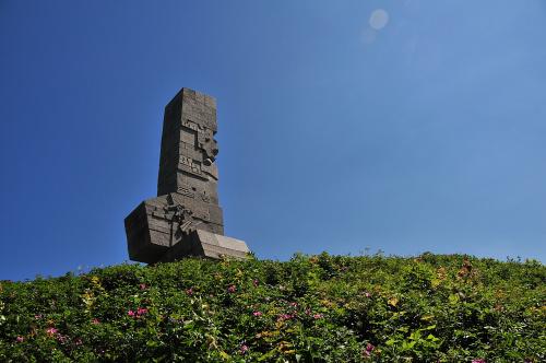 Westerplatte...sla czewronych makow juz tam nie ma...symbole polskie zanikaja pewnie przeflancowaly sie pod Wawel....