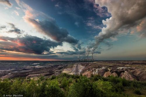 Bełchatowska odkrywka tuż przed zachodem słońca.