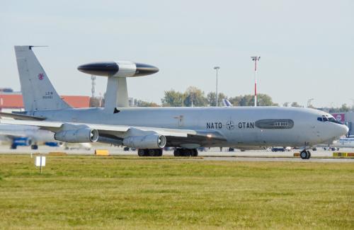 Specyficzna budowa samolotu, sprawia, że jest swojego rodzaju ruchomym radarem lotniczym.