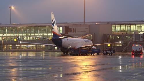 Pakowanie samolotu przed wieczornym odlotem