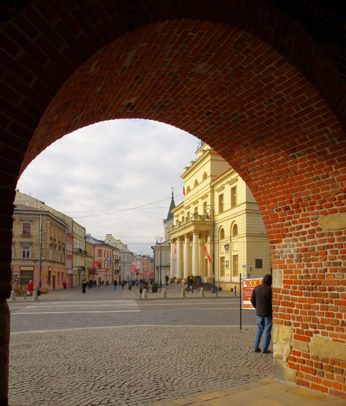 widok z Bramy Krakowskiej na ratusz i Krakowskie Przedmieście