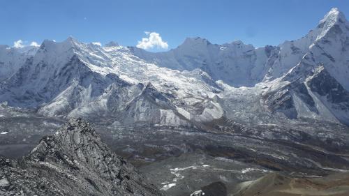 Widok ze szczytu Chukhung Ri, trochę bardziej w prawo od poprzedniego zdjęcia. I tak jest wkoło Macieju.