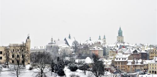 Stare miasto w zimowej szacie